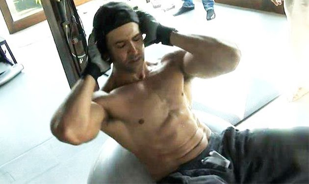 Video: Hrithik Roshan's Beast Mode Will Make You Hit The Gym Today! Ranveer Singh And Tiger Shroff Are Already Blown!